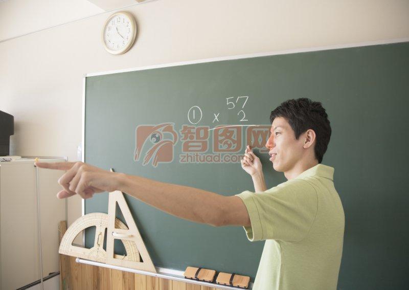 讲课的老师