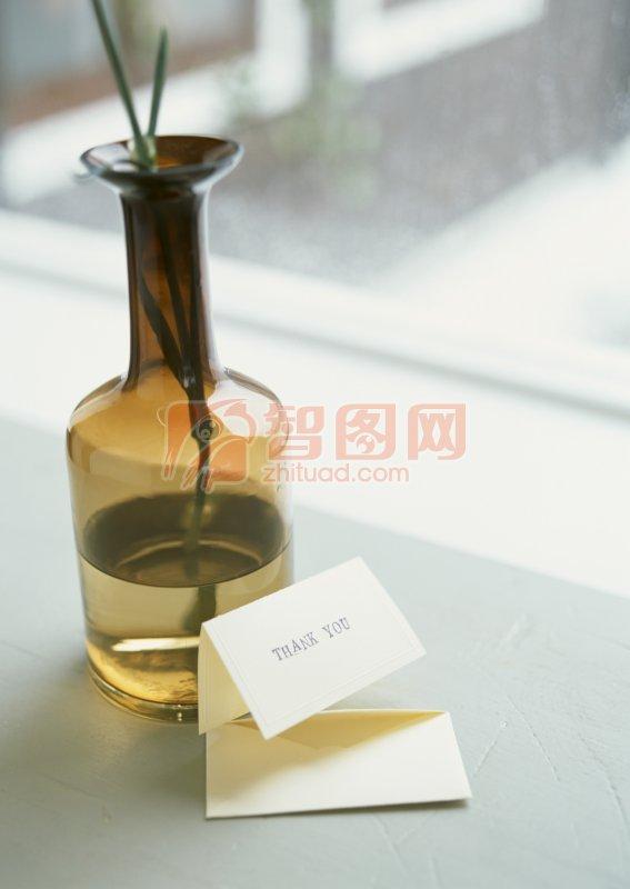 装水的花瓶