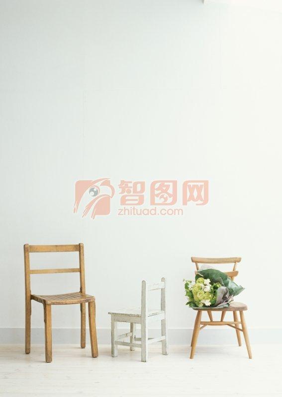三张椅子照片