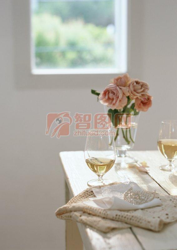 杯子里的玫瑰