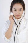 带听诊器的医生
