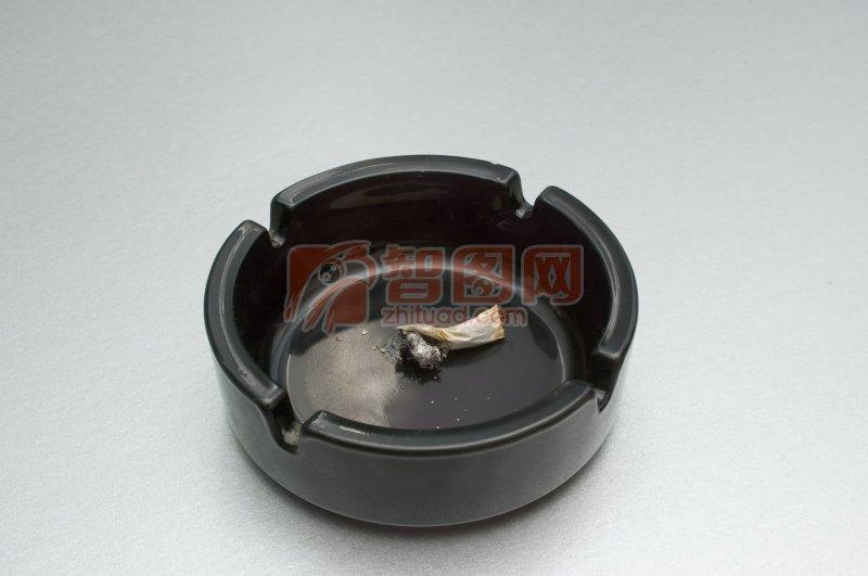 黑色烟灰缸