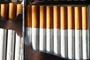 整齐排列香烟