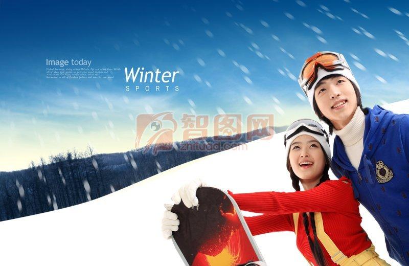 站在雪地上的情侣