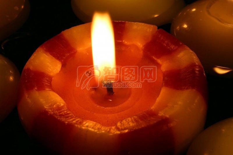 红色粗蜡烛
