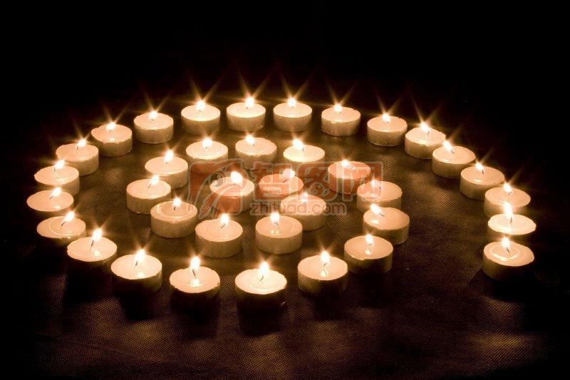 蜡烛盘旋图案