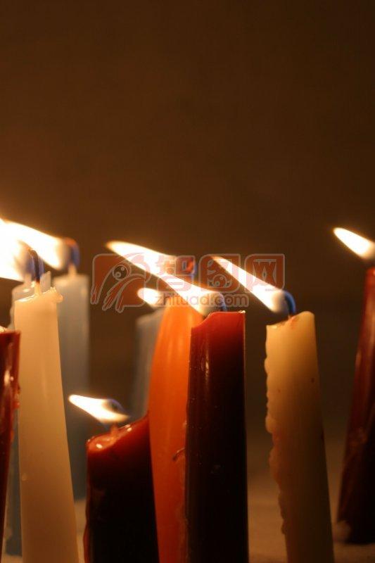 彩色蜡烛 蜡烛摄影元素 说明:-彩色蜡烛 上一张图片:  蜡烛素材