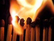 黑色背景蜡烛元素