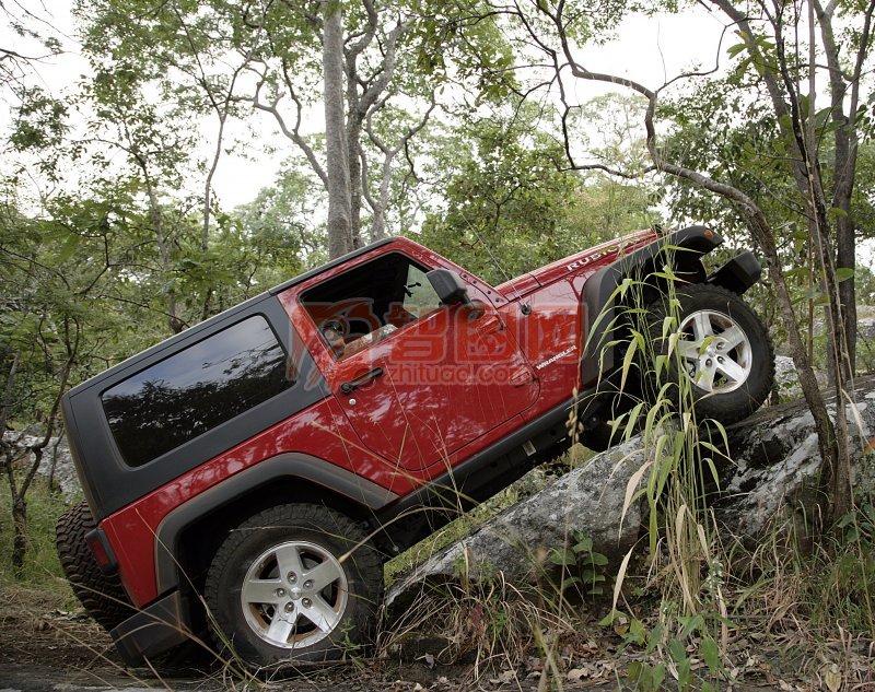 紅色越野車
