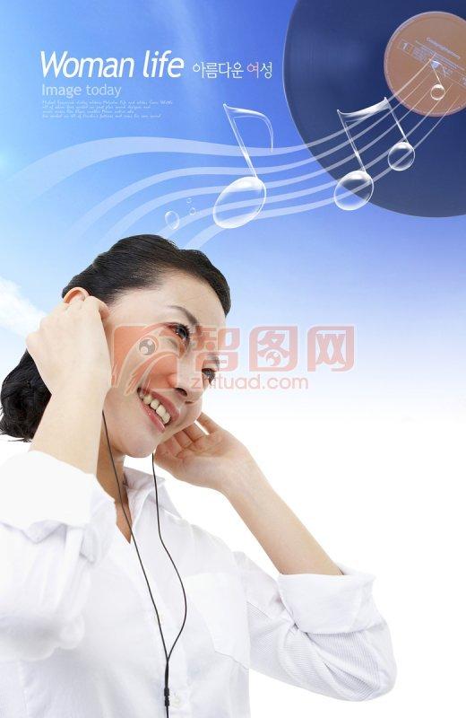 听音乐的美女