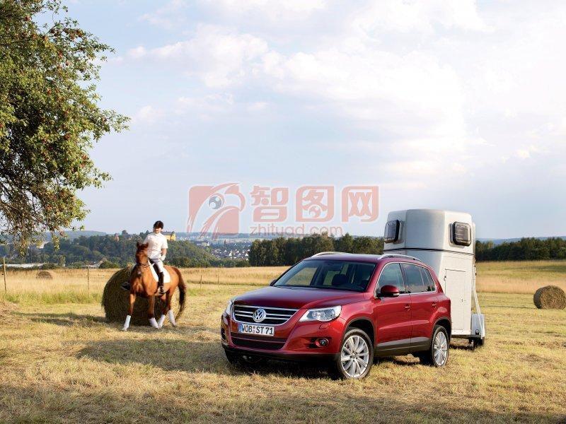 红色Tiguan轿车元素