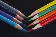 两排彩色铅笔