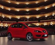 紅色西亞特轎車