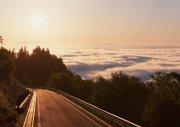 夕陽下的高速公路特寫