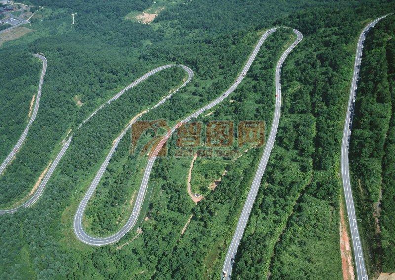 山坡上的小道俯視圖