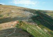 山坡上的小道高清照片