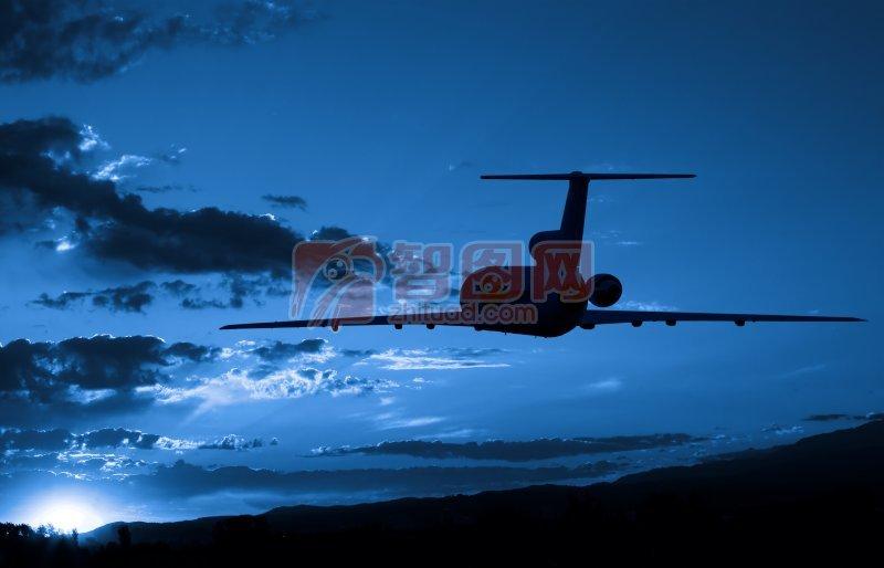 首页 摄影专区 现代科技 交通工具  关键词: 黑夜飞行 云彩 飞机摄影