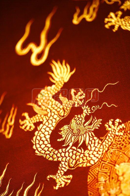 关键词: 高清刺绣 龙图案 金色龙元素 红色布料 刺绣摄影 说明:-龙