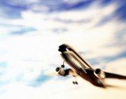 仰頭飛翔飛機
