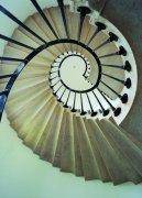 建筑盤旋樓梯