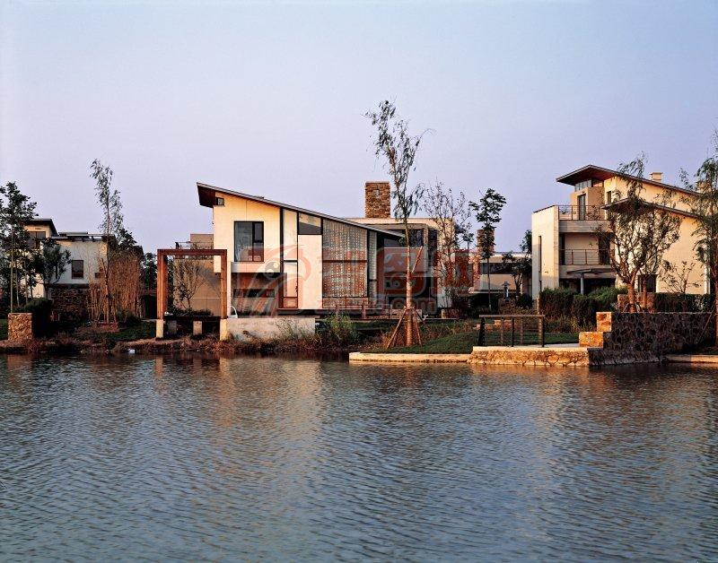 河邊建筑風景