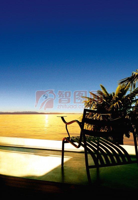 青岛海边长椅风景图片