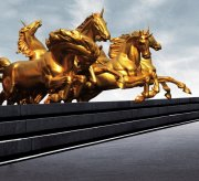 金色骏马塑像