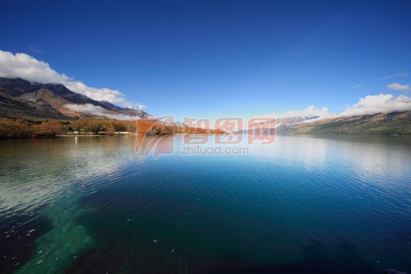 关键词: 湛蓝湖水 湖边高清自然风景 自然风景摄影 自然风景元素