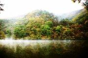 高清湖面身影