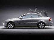 2010款E級銀色轎車