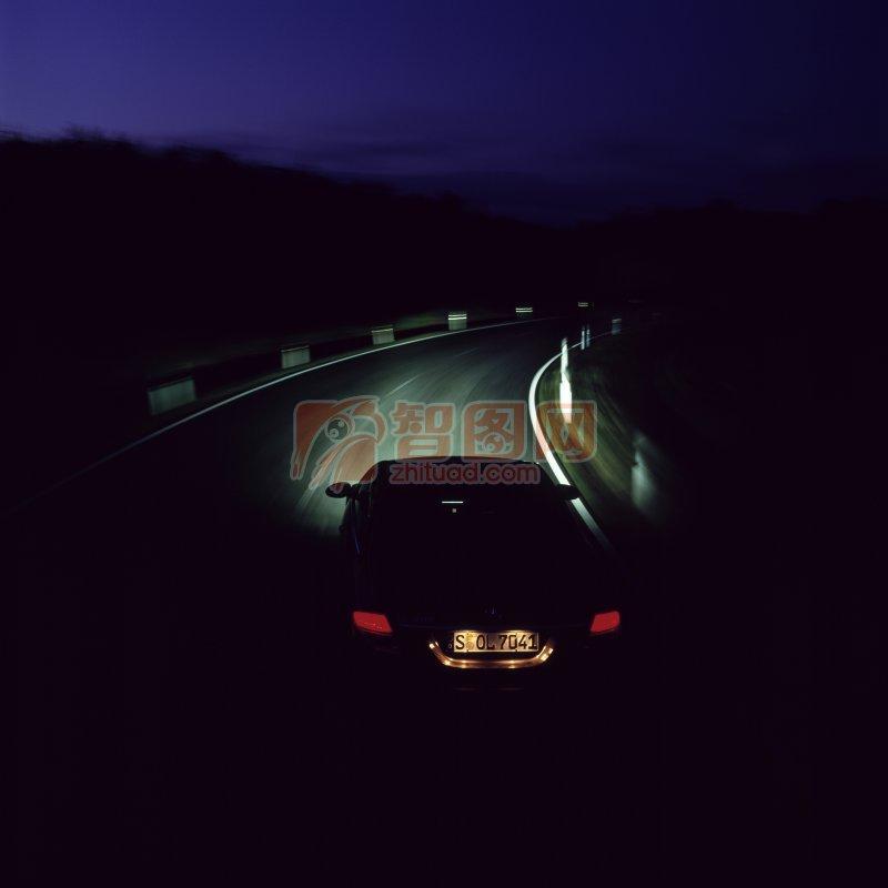 黑色背景轎車攝影