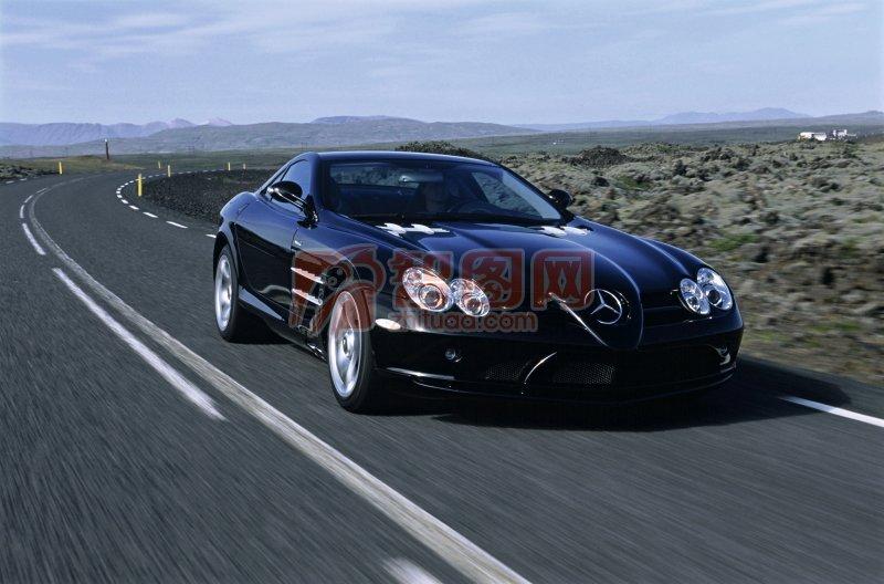 黑色車身高級轎車