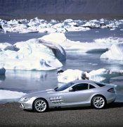 銀白色轎車元素