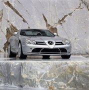 銀白色轎車