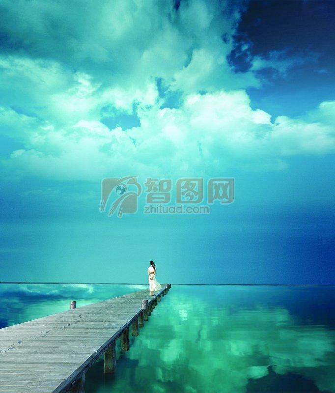 海边美女背影图片 美女背影图片 美女天空背影唯美图