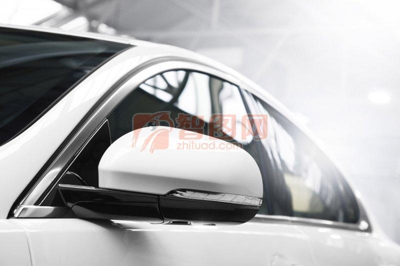 白色車身轎車設計