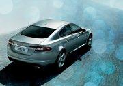 銀灰色車身攝影元素