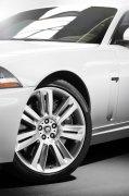 白色車身高級轎車攝影元素