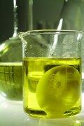 量杯黄色液体