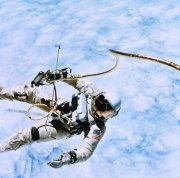 太空中的宇航員