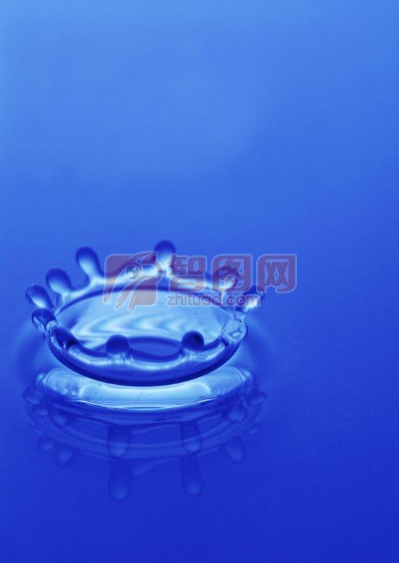 溅起的高清水花 上一张图片:  水花特写 下一张图片:水滴溅起