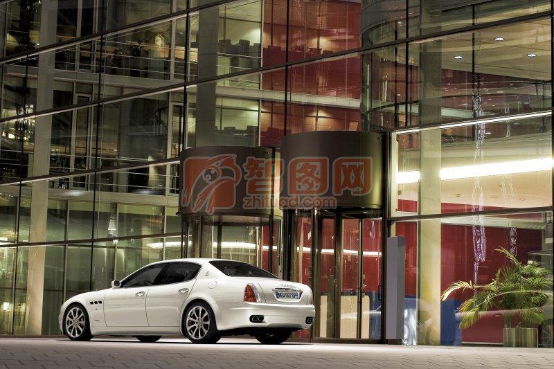 白色总裁Quattroporte轿车