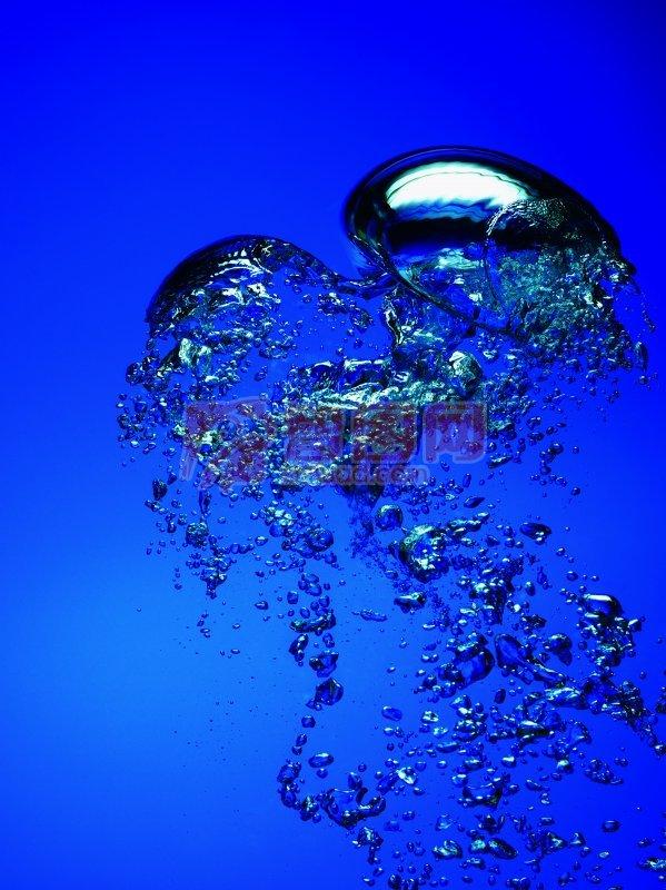 【jpg】深蓝色背景水花元素