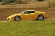 黄色法拉利轿车