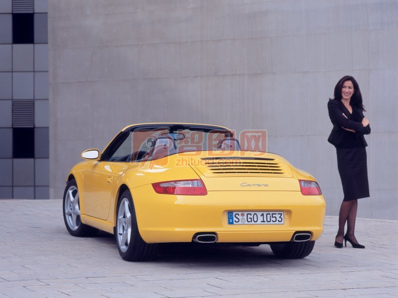 黄色Carrera轿车