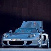 Carrera蓝色轿车