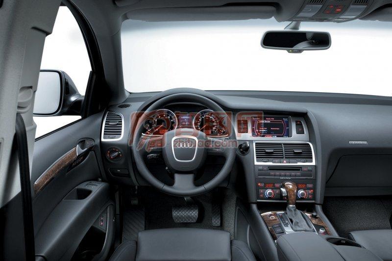 Q7轎車內部素材