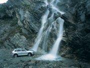 瀑布背景轿车元素