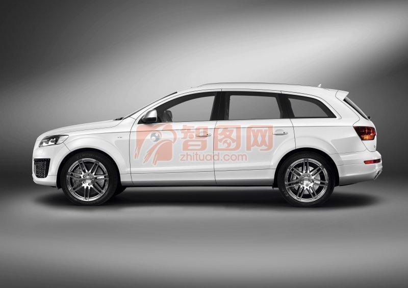 Q7白色轎車