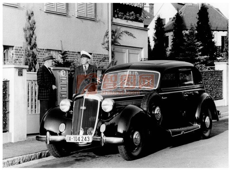 黑色古董轎車
